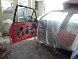 Isole usando papel ou plástico as partes do carro que não serão pintadas