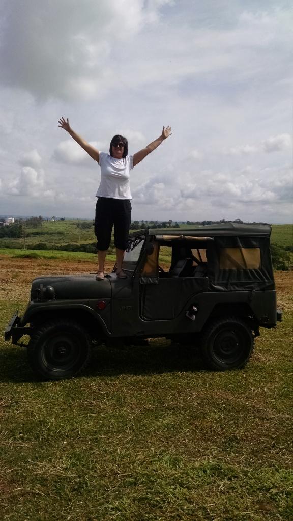 """Apesar dela amar Fiat e ter um Novo UNO, concordou comigo que """"Renegade é para os fracos!!"""" Jeep de verdade são os CJ."""