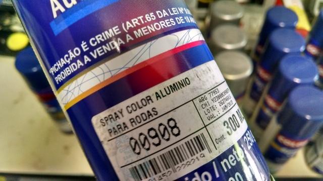 """Esta cor existe pronta em qualquer loja de tinta. Vou pintar as rodas do """"Verdinho""""."""